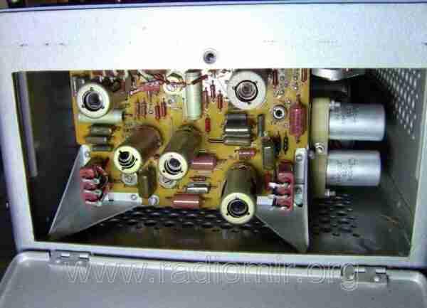Л3-3 - Измеритель параметров электронных ламп. Боковой отсек