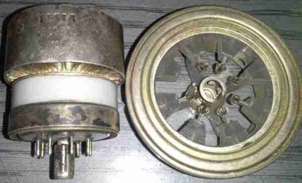 RE025XA Tesla радиолампа с панелькой