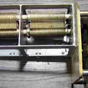 Конденсатор переменной ёмкости двухсекционный с верньером и диском шкалы