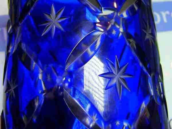 Ваза из кобальтового стекла