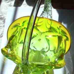 Конфетница салатного цвета